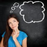 Tänkande blackboard för kvinna Fotografering för Bildbyråer