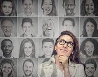 Tänkande se för lycklig härlig kvinna upp fotografering för bildbyråer