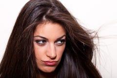 Tänkande… ung kvinna med långt posera för hår Fotografering för Bildbyråer