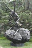 Tänkare på en staty för vaggakanin i Washington D C Arkivfoto