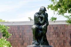 Tänkaren av Auguste Rodin i Norton Simon Museum royaltyfri bild