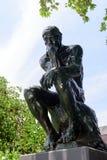 Tänkaren av Auguste Rodin i Norton Simon Museum fotografering för bildbyråer