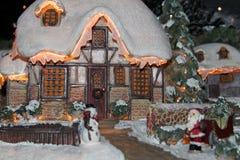 Tänt julhus Arkivfoto
