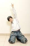 Tänzer auf grauem Wandhintergrund lizenzfreie stockfotografie