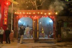 Tänzer, der am Chhau-Tanzfestival, Indien durchführt lizenzfreie stockfotos
