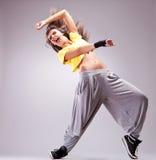Tänzer, der in einer schönen Tanzbewegung schreit Lizenzfreies Stockfoto