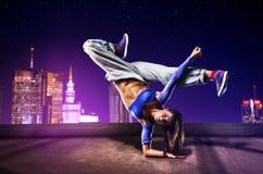 Tänzer der jungen Frau lizenzfreie stockfotos