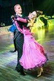 Tänzer, die Standardtanz tanzen stockbild