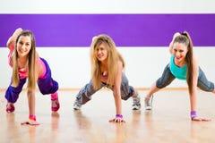 Tänzer am Eignungstraining im Tanzstudio Lizenzfreies Stockfoto
