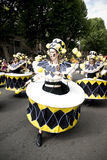Tänzer in einem Trommelkostüm am Notting- Hillkarneval lizenzfreie stockbilder