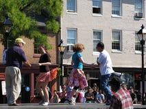 Tänzer an fällt Punkt-Festival Stockfotos
