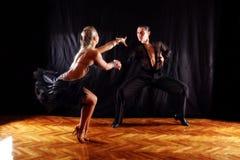 Tänzer im Ballsaal Lizenzfreie Stockfotos