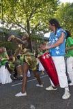 Tänzer von der Barbados-Karnevalshin- und herbewegung Lizenzfreie Stockfotografie