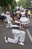 Tänzer von der London-Schule der Samba schwimmen Stockbild