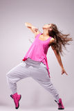 Tänzeraufstellung der jungen Frau lizenzfreie stockfotografie