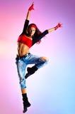 Tänzerspringen der jungen Frau lizenzfreies stockfoto