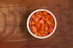 Tärnade tomater i en bunke Arkivbilder