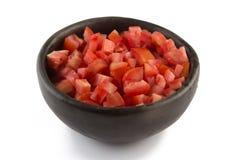 Tärnade tomater in i en bunke Arkivfoto
