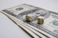 Tärning och pengar Arkivbilder