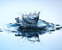 tät droppe upp vatten Vattenskulptur Arkivfoton