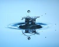 tät droppe upp vatten Vattenskulptur fotografering för bildbyråer