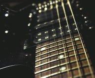 tät elektrisk gitarr upp royaltyfria bilder
