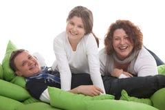 tät familj tre tillsammans Arkivfoto