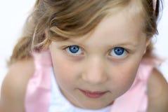 tät flicka upp barn royaltyfri bild