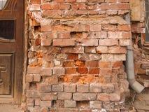 tät gammal övre vägg för tegelsten Arkivfoto