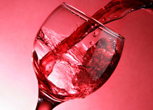 tät hällande red upp wine Arkivfoto