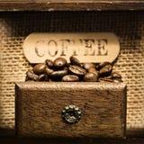 tät kaffegrinder för antikvitet upp Fotografering för Bildbyråer