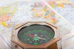 tät kompassöversikt upp Royaltyfri Foto