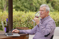 tät manståendepensionär upp Fotografering för Bildbyråer