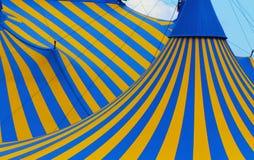 tät montreal för cirque tent upp Arkivbilder