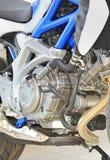 tät motormotorcykel upp Arkivbilder