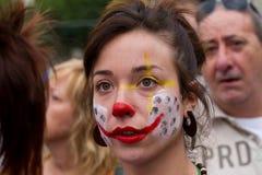 tät person som protesterar för 19j barcelona upp Arkivbilder