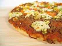 tät pizza upp royaltyfria bilder