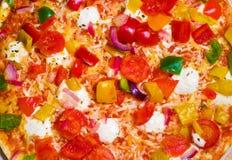 tät pizza upp grönsaker Arkivbilder