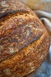 tät sourdough för bröd upp trä Royaltyfri Fotografi