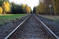täta daglinjer järnväg spåriner upp två Arkivfoton