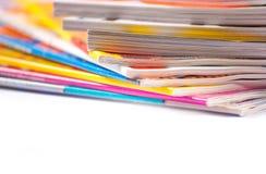 täta färgrika tidskrifter upp Arkivbild