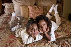 täta systrar royaltyfria bilder