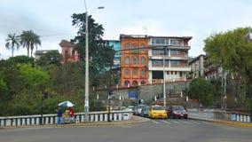 Tätigkeit auf der Brücke von 12 De Abril Avenue Lizenzfreie Stockbilder