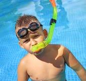 Tätigkeiten auf dem Pool stockfoto