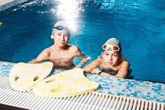 Tätigkeiten auf der Pooljungen-Schwimmeneignung Stockfotografie