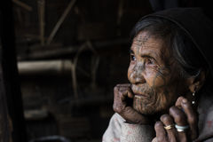 Tätowierte Frau Chin Stamm (Muun) stockbild