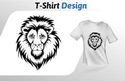 Tätowierung stilisierter Löwegesichts-T-Shirt Druck Spott herauf T-Shirt Designschablone Vektorschablone, lokalisiert auf weißem  Lizenzfreies Stockbild
