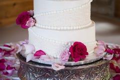 Tätt övre för bröllopstårta Royaltyfria Foton