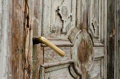 tätt dörrhandtag som skjutas upp Arkivfoto