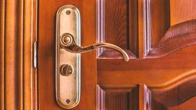 tätt dörrhandtag som skjutas upp Royaltyfri Foto